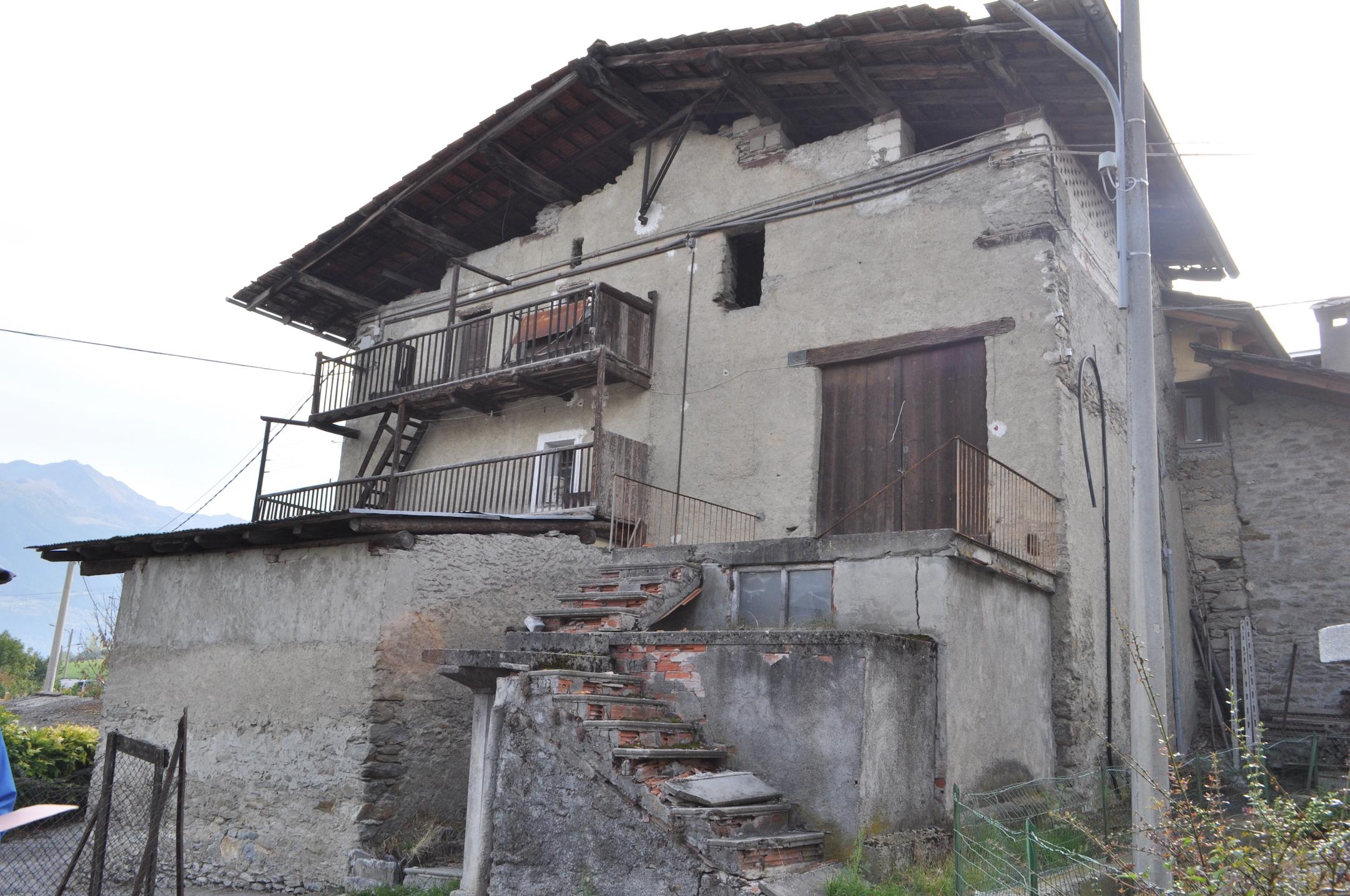 Foto 1 di Rustico / Casale Fraz. Excenex, Aosta