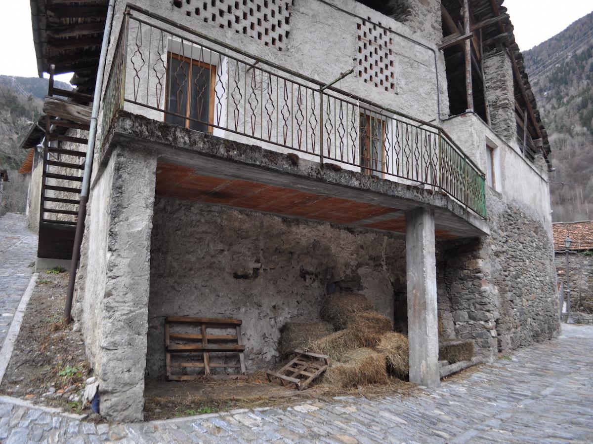 Foto 1 di Rustico / Casale Frazione Pont d'Ael, Aymavilles